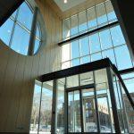HÔPITAL GÉNÉRAL JUIF : panneaux muraux (lambris) et plafond en bois d'ingénierie et aluminium