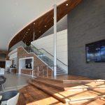 CAMPUS AGROPUR : mobilier intégré, panneaux suspendus au plafond, podium, main courante