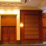 CONGRÉGATION SHAAR HASHOMAYIM : portes, cadres et boiseries en cerisier, panneaux acoustiques