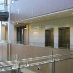 BUREAU CHEF DE DOLLARAMA : panneaux muraux (lambris) et portes en bois d'ingénierie