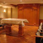 SYNAGOGUE SALOMON : mobilier intégré, panneaux muraux (lambris) et lutrin