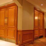 SYNAGOGUE SALOMON : portes et cadres, panneaux muraux (lambris), cache-radiateur en cerisier